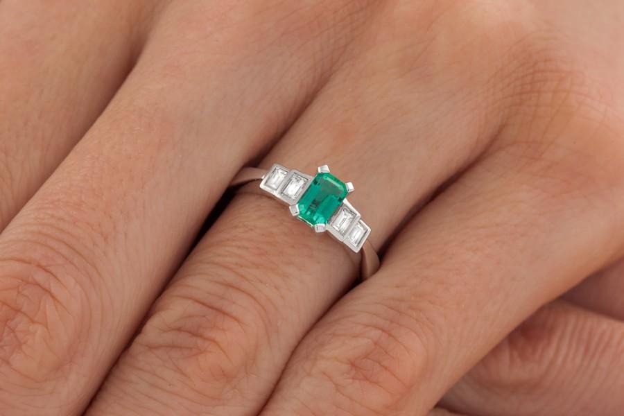 RDM717W Inel cu Smarald si Diamant Dama Aur Alb 18kt cu un Smarald si 4 Diamante Setate cu Gheare-img1