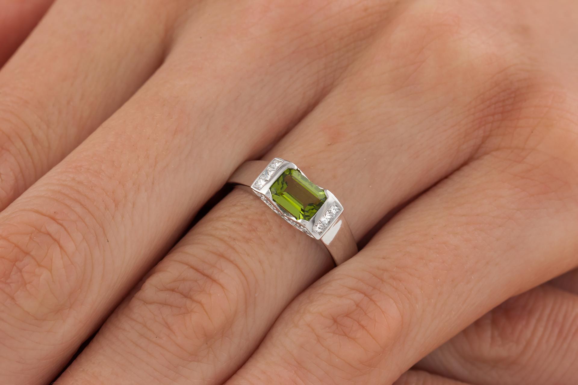 Inel Dama Aur Alb 18kt cu Peridot si Diamante-img1
