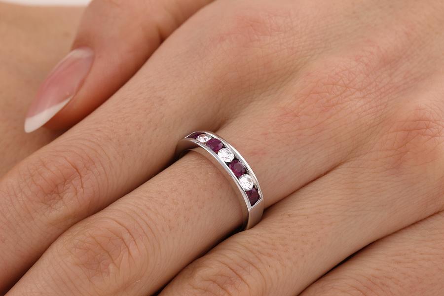 Inel cu Rubin si Diamant Dama Aur Alb 18kt cu 4 Rubine si 3 Diamante in Setare Canal-img1