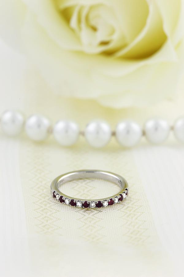 Inel cu Rubin si Diamant Dama Aur Alb 18kt cu 15 Pietre, Rubine si Diamante Setate cu Gheare-img1