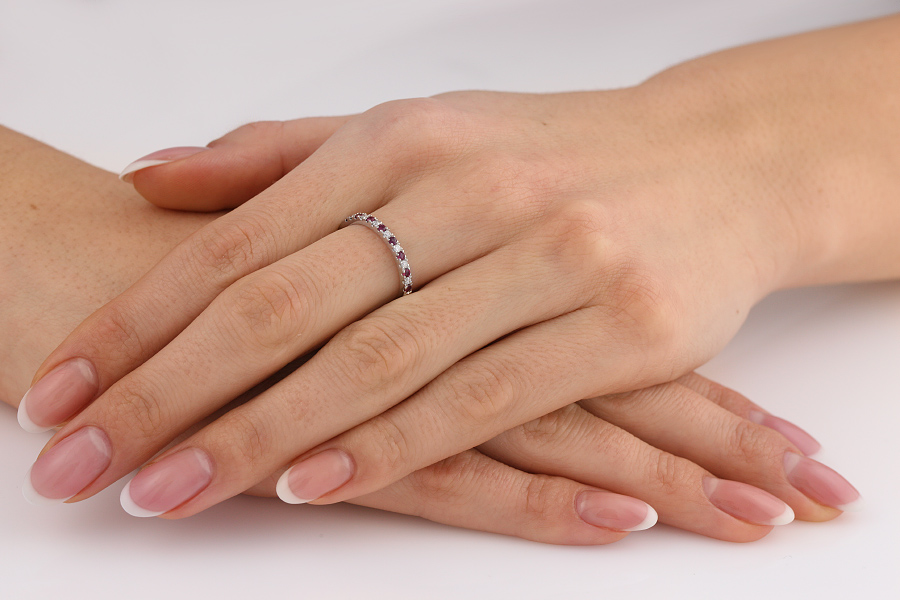 Rubin und Diamant Ring für Dame in 18kt Weißgold mit 15 Steinen in Krappenfassung-img1