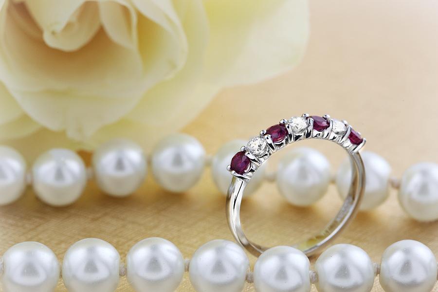 Rubin und Diamant Ring für Dame in 18kt Weißgold mit 7 Steinen in Krappenfassung-img1