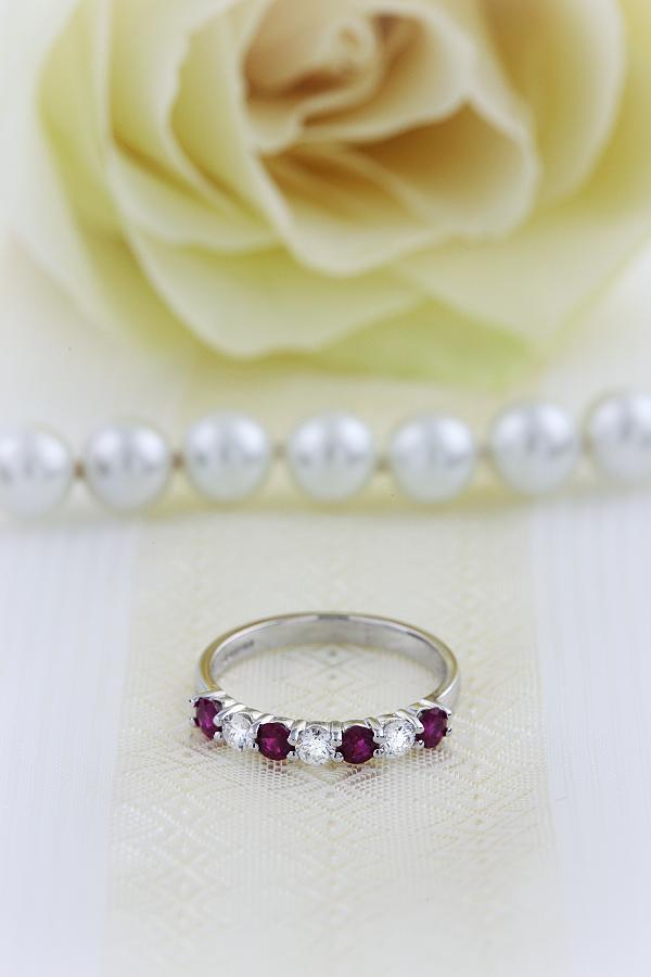 Inel cu Rubin si Diamant Dama Aur Alb 18kt cu 7 Pietre, Rubine si Diamante in Setare Gheare-img1
