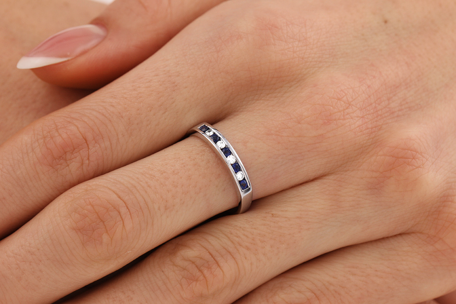 Sapphire and Diamond Ring for Women in 9ct white gold with 5 round sapphires and 4 round brilliant cut diamonds-img1