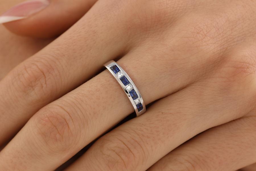 RDS033W-Inel Semi Eternity Dama Aur Alb 18kt cu Safire si Diamante in Setare Canal,Stil Elegant-img1