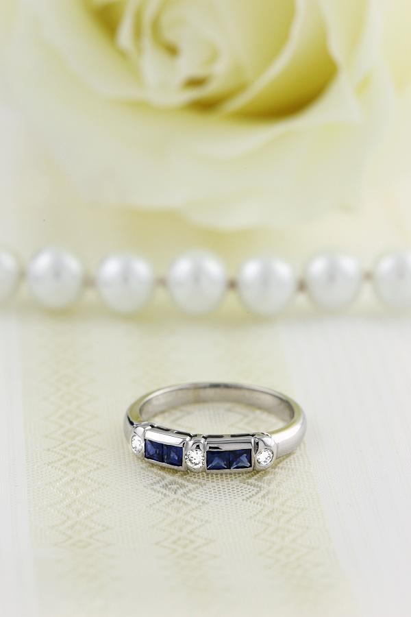 RDS260W-Inel Semi Eternity cu Safir si Diamante Dama Aur Alb, 18kt cu Safir Princess & Diamante Rotunde-img1