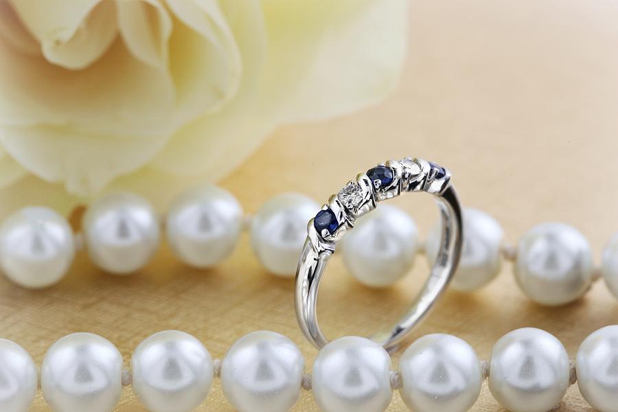 Saphir und Diamant Ring für Dame in 18kt Weißgold mit 5 Steinen-img1