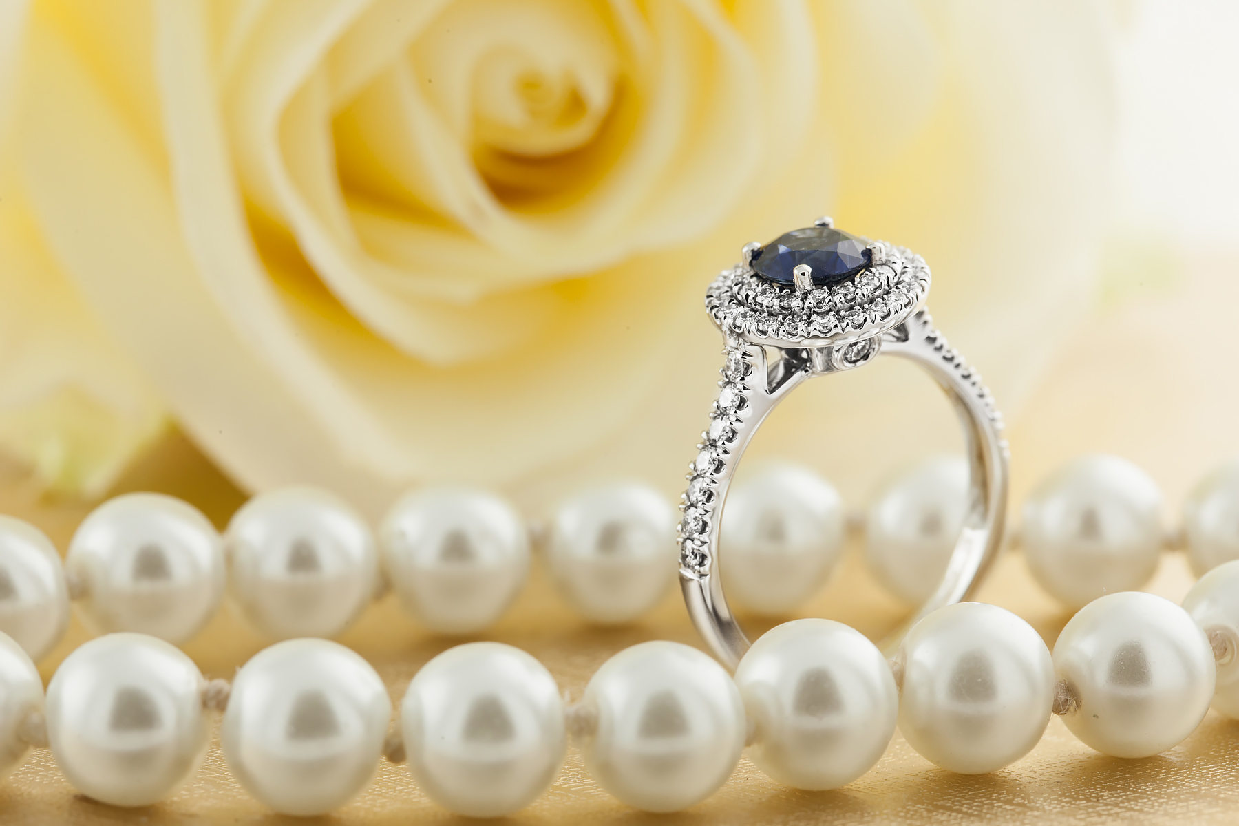 RDS761W-Inel Dama Aur Alb 18kt cu Safir si Diamante, Stil Halo,Design Clasic,Eleganta Moderna-img1