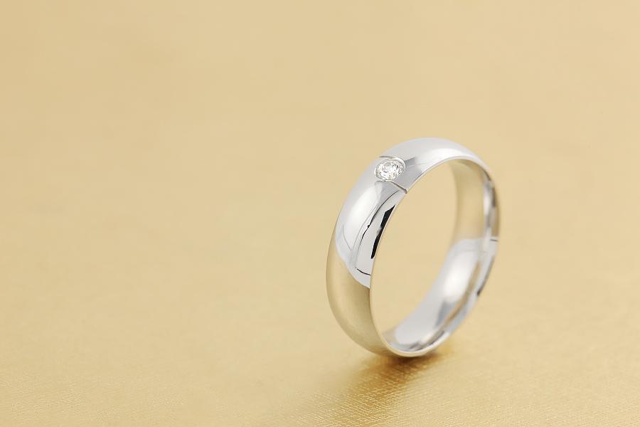 Verigheta cu Diamant Barbat Platina cu un Diamant Rotund Briliant Profil Bombat-img1