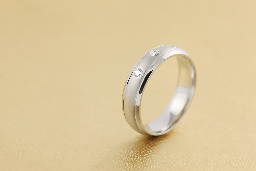 Diamantring/Ehering mit Diamanten für Mann in Palladium mit 3 runden Diamanten bombiertes Profil-img1