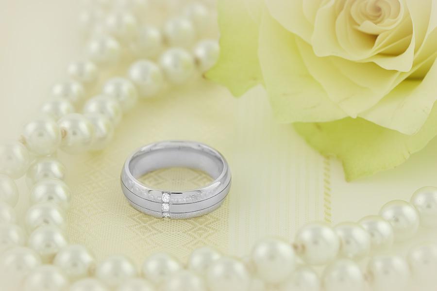 Verigheta/Inel cu Diamant Barbat Aur Alb 18kt cu 3 Diamante Rotund Briliant, Profil Bombat, Latime 6mm-img1