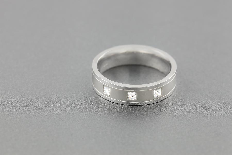 Verigheta/Inel cu Diamant Barbat Aur Alb 18kt cu trei Diamante Princess, Latime 6mm, Exterior Plat, Interior Rotunjit-img1