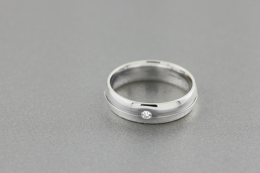 Diamond Ring/Diamond set Wedding Ring for Men in palladium with a round brilliant cut diamond in a central groove, court profile, width 6mm-img1