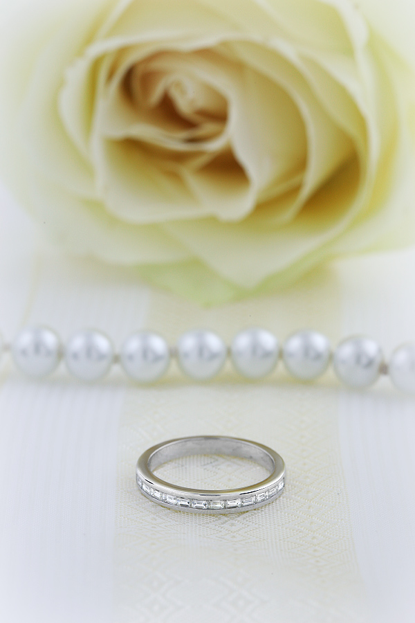 Verigheta cu Diamant/Inel Eternity Dama Aur Alb 18kt cu Diamante Forma Bagheta Setate in Canal-img1