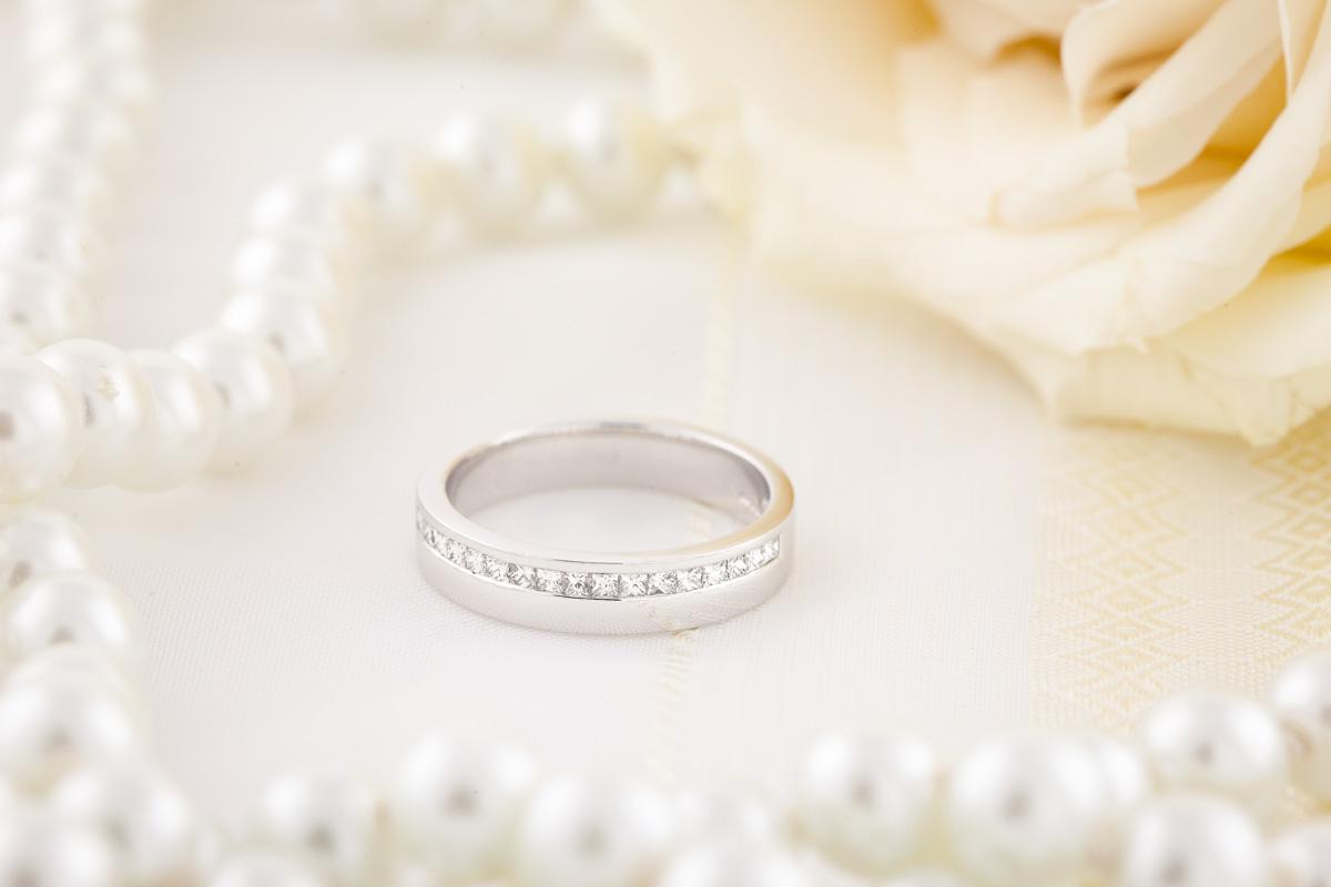 Verigheta cu Diamant Dama Aur Alb 18kt cu 17 Diamante Forma Princess in Setare Canal Latime 4.5mm-img1