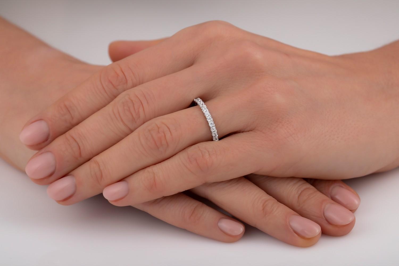 Halb Eternity Ring/Ehering mit Diamanten für Dame in 18kt Weißgold mit 15 runden Brillanten in Krappenfassung-img1