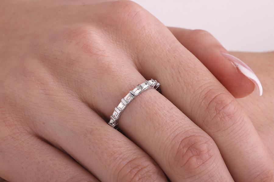 Voll Eternity Ring/Ehering mit Diamanten für Dame in 18kt Weißgold mit Baguette Schliff Diamanten in Balkenfassung, Breite 2.3mm-img1