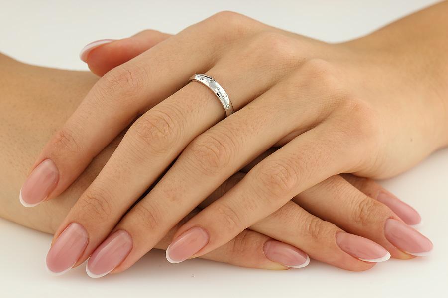 Ehering mit Diamanten für Dame in 18kt Weißgold mit 8 Brillantschliff Diamanten, bombiert, 3.5mm breit-img1
