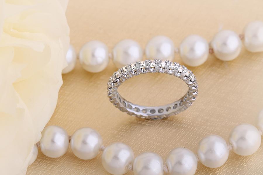 Voll Eternity Ring/Ehering mit Diamanten für Dame in 18kt Weißgold mit runden Diamanten in Krappenfassung die gehen ringsherum-img1