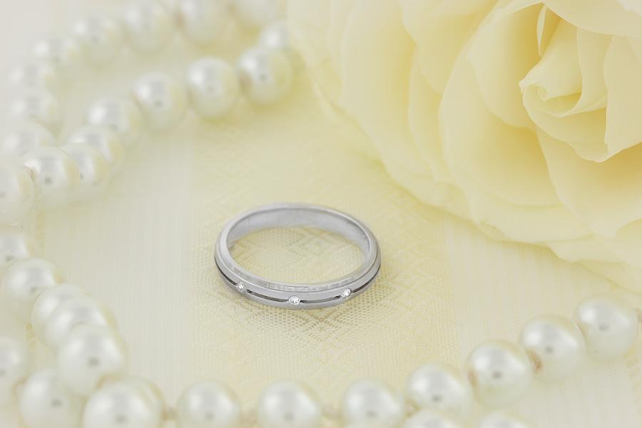 Verigheta cu Diamant Dama Aur Alb 18kt cu 3 Diamante Rotund Briliant Profil Bombat Latime 3.5mm-img1