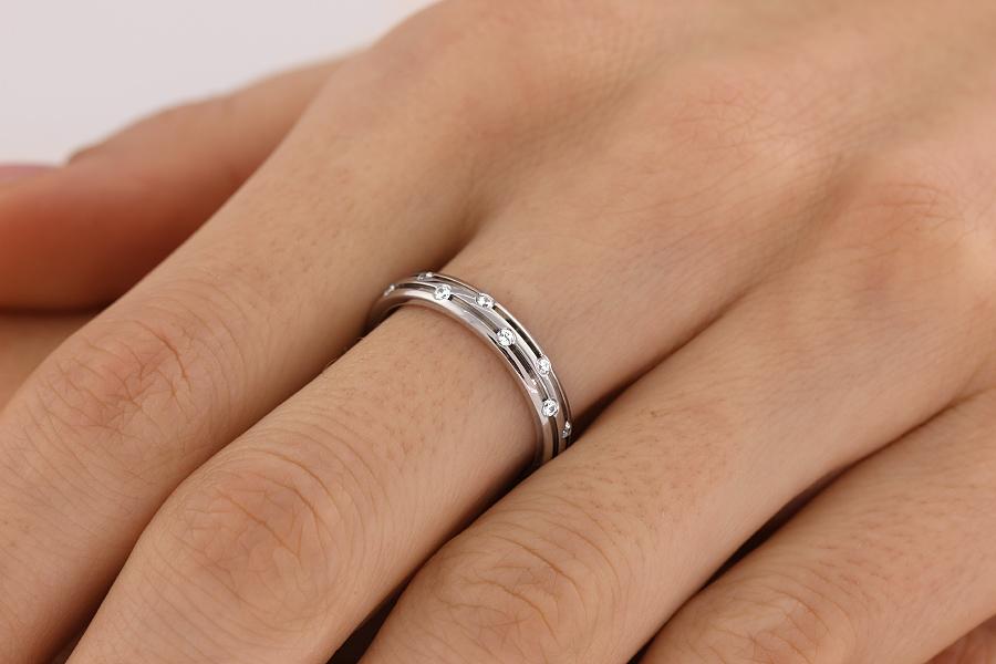 Verigheta cu Diamant Dama Aur Alb 18kt cu 8 Diamante Rotund Briliant Profil Bombat Latime 3.5mm-img1