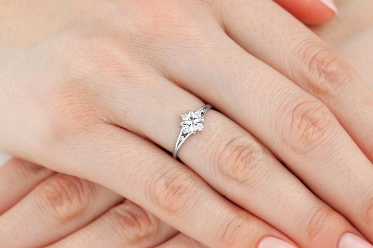 Inel cu Mai Multe Diamante Dama Aur Alb 14kt in Forma de Floare cu 6 Briliante-img1