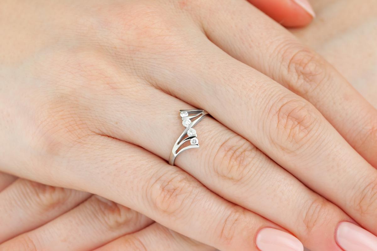 Inel Cocktail/Inel de Logodna cu Mai Multe Diamante Dama Aur Alb 14kt cu 4 Diamante Rotunde in Stoc-img1