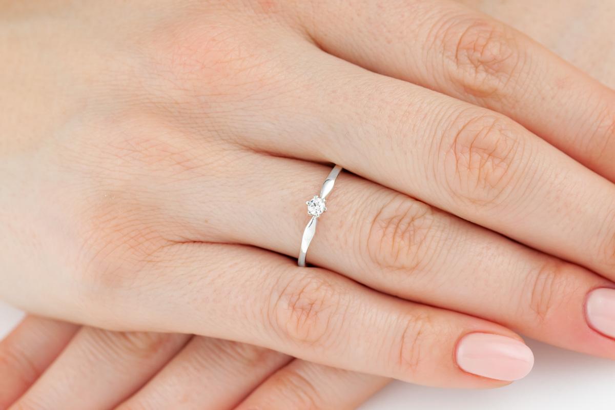 Inel de Logodna Solitaire Dama Aur Alb 14kt cu Diamant Rotund Briliant in 6 Gheare-img1